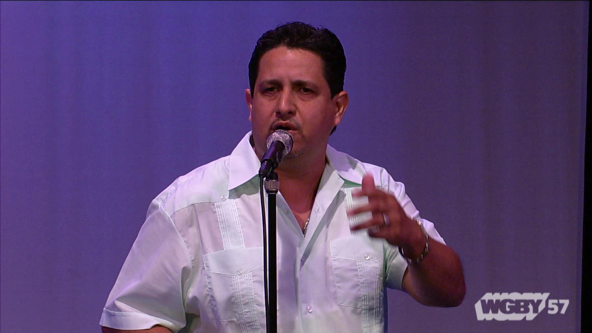 Jesus Pagan Sings 'Te Amo Tanto'