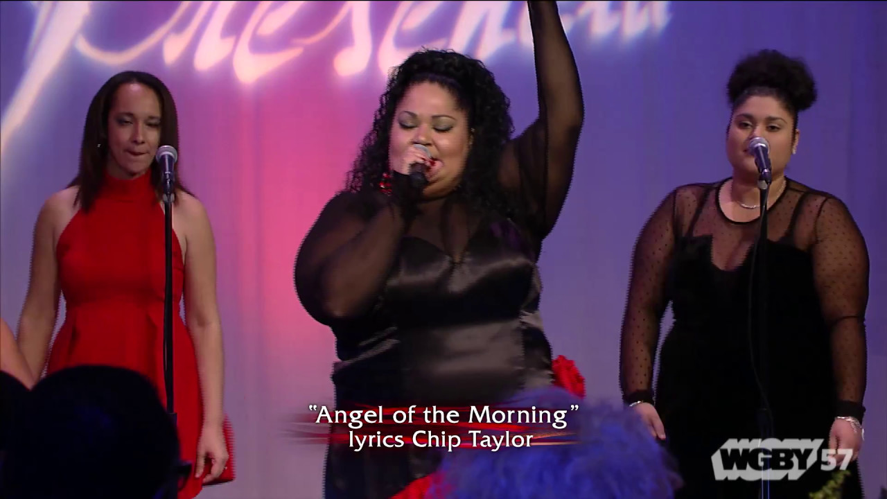 Puerto Rican singer Raquel Maldonado, with her group Raquel y su nuevo Impacto, perfome the merengue song Angel de la Manana by Chip Taylor.